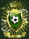Balón de fútbol en el fondo del escudo Foto de archivo libre de regalías