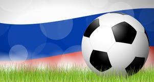 balón de fútbol delante de la bandera rusa Foto de archivo libre de regalías