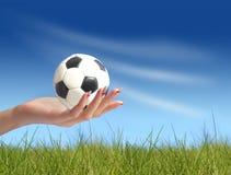 Balón de fútbol disponible Imagen de archivo
