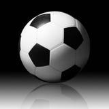 Balón de fútbol en fondo oscuro. Imágenes de archivo libres de regalías