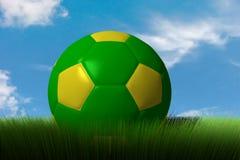 Balón de fútbol en hierba Fotos de archivo libres de regalías