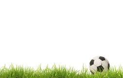 Balón de fútbol en hierba Aislado Imagen de archivo