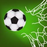 Balón de fútbol en la meta Imagenes de archivo