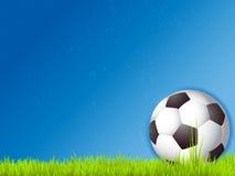 Balón de fútbol en lluvia Fotos de archivo libres de regalías