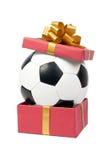 Balón de fútbol en un rectángulo de regalo Fotografía de archivo libre de regalías