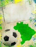 Balón de fútbol, mapa del Brasil y colores de la bandera Fotografía de archivo libre de regalías