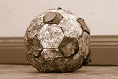 Balón de fútbol viejo raído Imágenes de archivo libres de regalías