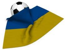 Balón de fútbol y bandera de la Ucrania Imagenes de archivo