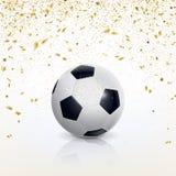 Balón de fútbol y confeti de oro Imagen de archivo