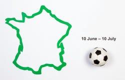 Balón de fútbol y contorno Francia Imágenes de archivo libres de regalías