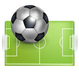 Balón del campo de fútbol y del balompié/de fútbol Imagenes de archivo