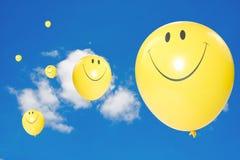 Balões amarelos do vôo Fotografia de Stock Royalty Free