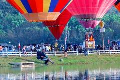 Balões, balões no céu, festival do balão, festa internacional 2017 do balão de Singhapark, Chiang Rai, Tailândia Imagem de Stock Royalty Free