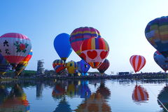 Balões, balões no céu, festival do balão, festa internacional 2017 do balão de Singhapark, Chiang Rai, Tailândia Foto de Stock Royalty Free