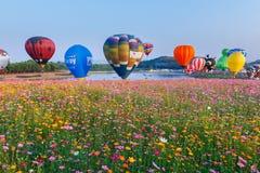 Balões, balões no céu, festival do balão, festa internacional 2017 do balão de Singhapark, Chiang Rai, Tailândia Fotografia de Stock Royalty Free