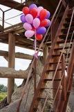 Balões da cor na escadaria oxidada Imagem de Stock Royalty Free