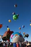 Balões da multidão e de ar quente Fotografia de Stock