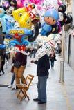 Balões da selagem do homem Fotografia de Stock