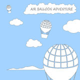 Balões de ar que voam no céu nebuloso, ilustração quadrada do vetor no estilo liso com lugar para o texto Foto de Stock Royalty Free