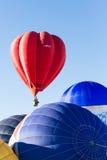 Balões de ar quente coloridos em voo Imagens de Stock Royalty Free