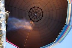 Balões de ar quente coloridos que preparam-se para o voo em Vermont Fotos de Stock Royalty Free