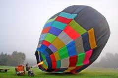 Balões de ar quente coloridos que preparam-se para o voo em Vermont Imagem de Stock Royalty Free