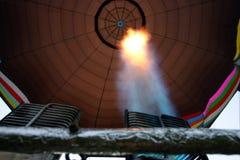 Balões de ar quente coloridos que preparam-se para o voo em Vermont Fotografia de Stock
