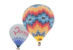 Balões de ar quente coloridos que voam sobre chaminés feericamente Imagens de Stock