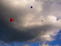 Balões de ar quente e nuvens dramáticas Imagem de Stock Royalty Free