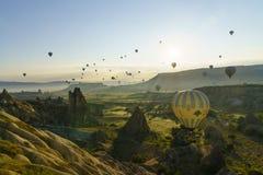 Balões de ar quente em Cappadocia, em maio de 2017 Imagens de Stock Royalty Free