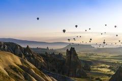 Balões de ar quente em Cappadocia, em maio de 2017 Imagem de Stock