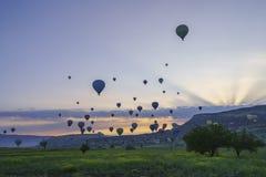 Balões de ar quente em Cappadocia, em maio de 2017 Fotografia de Stock Royalty Free