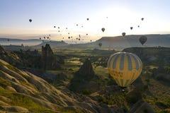 Balões de ar quente em Cappadocia, em maio de 2017 Imagens de Stock