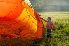 Balões de ar quente no céu imagem de stock royalty free