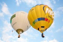 Balões de ar quente no céu Fotografia de Stock