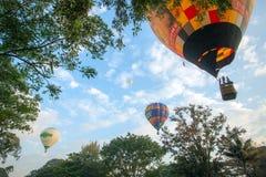 Balões de ar quente no céu Fotos de Stock Royalty Free
