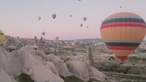 Balões de ar quente no céu filme