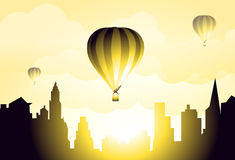 Balões de ar quente no céu da cidade da manhã - vetor Fotos de Stock Royalty Free