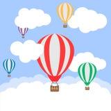 Balões de ar quente no céu nebuloso Ilustração do vetor Fotografia de Stock Royalty Free