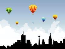 Balões de ar quente no Céu-vetor da cidade Foto de Stock Royalty Free
