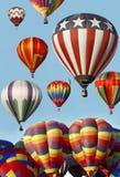 Balões de ar quente que lançam-se na festa do balão Fotografia de Stock Royalty Free