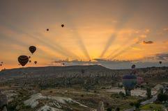Balões de ar quente sobre Cappadocia Foto de Stock