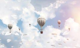 Balões de ar quente de voo no ar Fotos de Stock