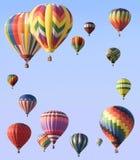 Balões de ar quentes arranjados em torno da borda do quadro Imagens de Stock