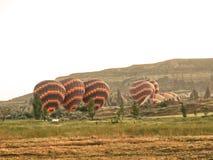 Balões de Cappadocia na terra fotos de stock royalty free