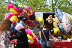 Balões do hélio para crianças, Países Baixos imagem de stock royalty free