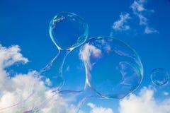 Balões do sabão contra o céu azul 12 fotos de stock