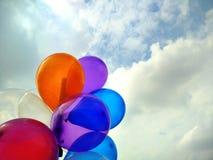 Balões e céu coloridos Imagens de Stock Royalty Free