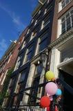 Balões em uma entrada da porta Imagens de Stock
