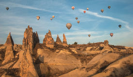 Balões no céu sobre Cappadocia Foto de Stock